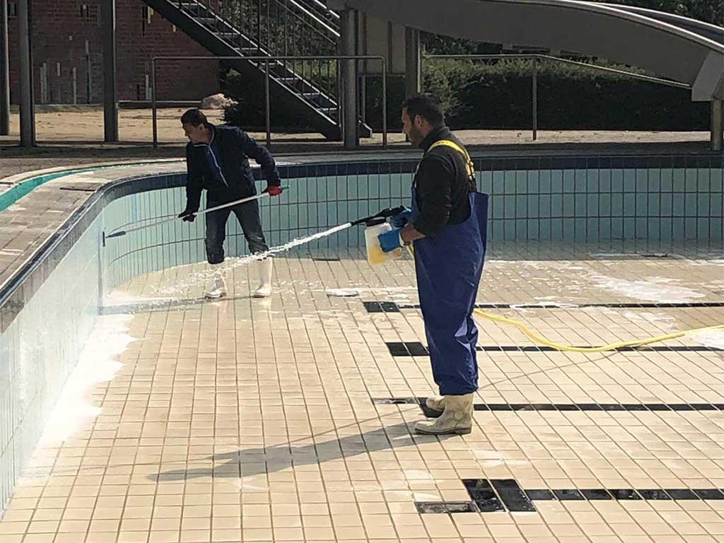 Schwimmbadreinigung | Kadius Gebäudereinigung